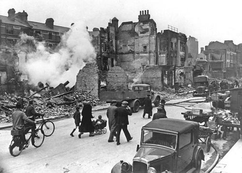 pevsner_postwar_london